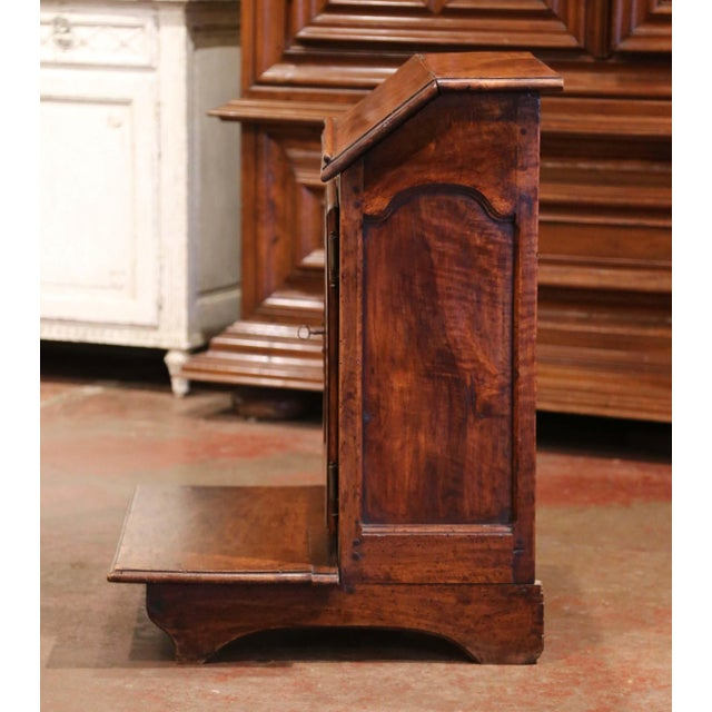 French Mid-19th Century French Louis XIII Carved Walnut Prie-Dieu Prayer Kneeler For Sale - Image 3 of 13