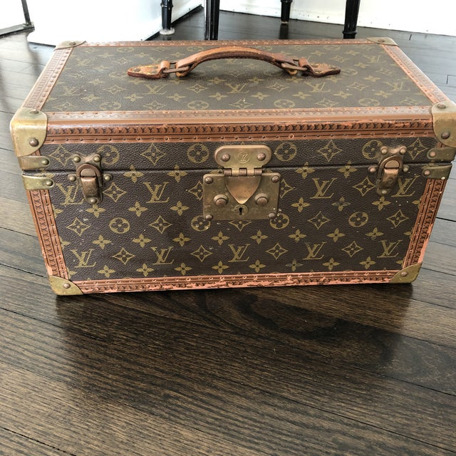1980s French Louis Vuitton Canvas and Leather Train Case For Sale In Chicago - Image 6 of 12