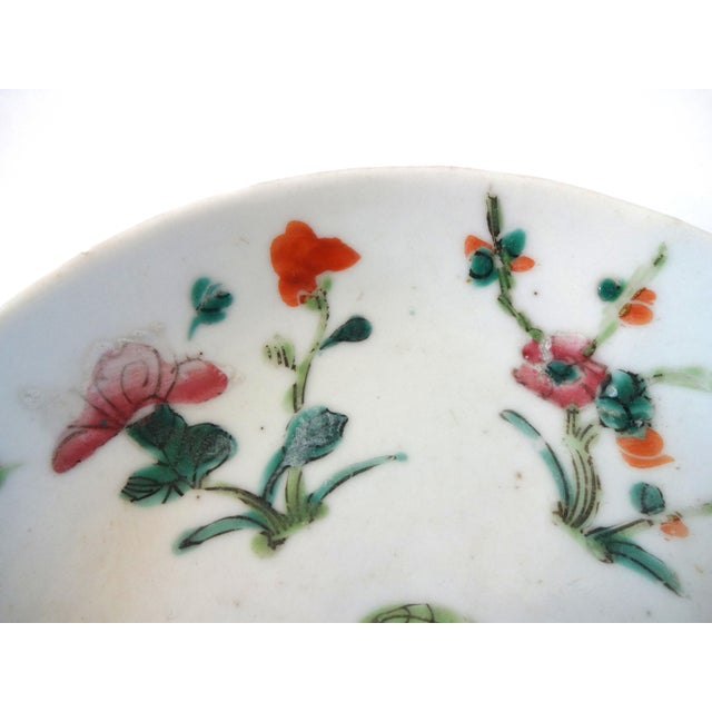 18th Century 1736-1795 Qianlong Chinese Export Porcelain Famille Rose Dish For Sale - Image 5 of 8