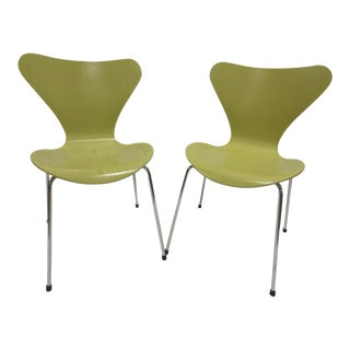 Fritz Hansen for Arne Jacobsen Series 7 Chairs - A Pair For Sale