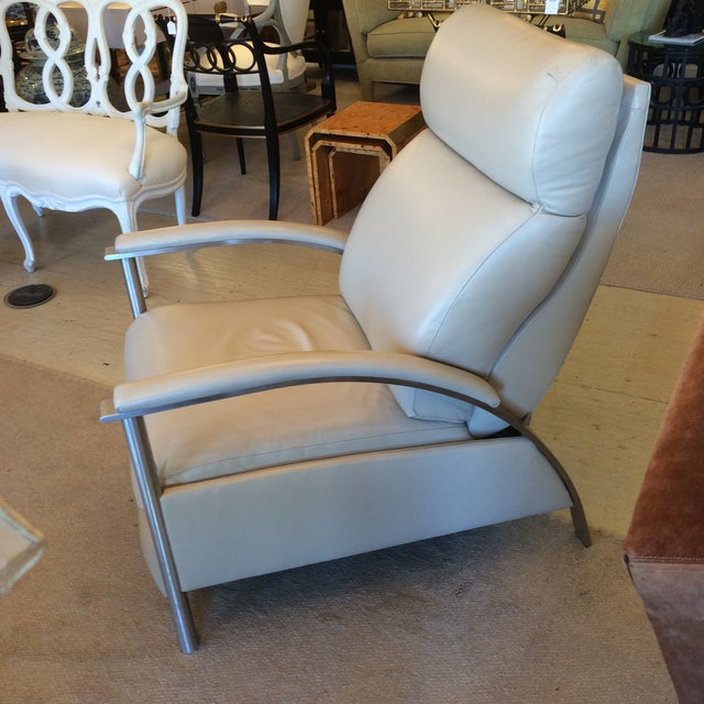 Sleek Leather Recliner Chair - Image 2 of 5