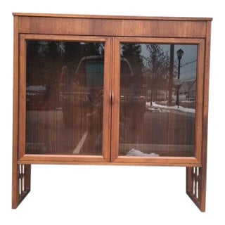 1950s Mid-Century Modern Lovely Foster McDavid Inc. Display Cabinet For Sale