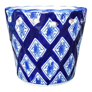 1980s Vintage Chinoiserie Blue and White Ceramic Asian Planter For Sale