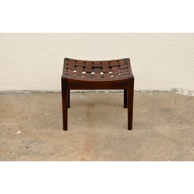 1910s English Arts and Crafts Polished Oak and Leather Stool by Arthur Simpson For Sale - Image 5 of 5