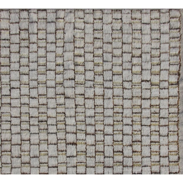 Moroccan Moroccan Hand Knotted Wool Rug - 8'2' X 9'10' For Sale - Image 3 of 4