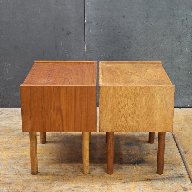 Mid-Century Modern Hans Wegner Bedside Nightstand Pair Vintage Mid Century Modern Ry Mobler Teak Oak For Sale - Image 3 of 10