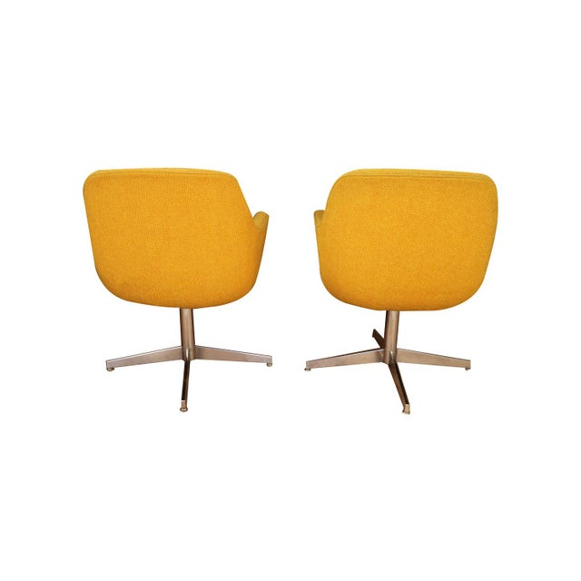 1970s Yellow Gold Pair Mid Century Swivel Barrel Chairs Steelcase For Sale - Image 5 of 9