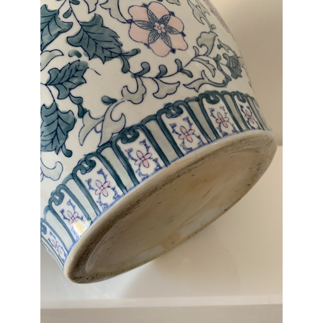 1970s Chinoiserie Porcelain Vase For Sale - Image 4 of 9