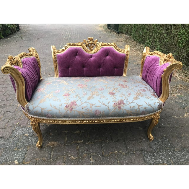 French Louis XVI Style Purple Tufted Love Seat/Settee For Sale In Miami - Image 6 of 7