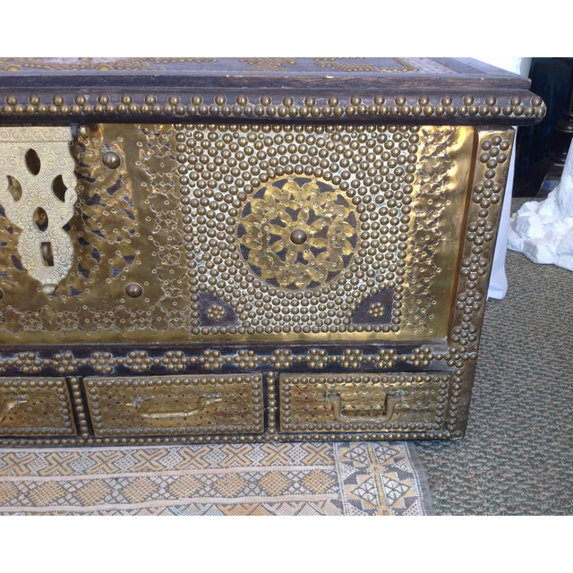 1980s 1980s Moroccan Chest / Coffee Table For Sale - Image 5 of 13