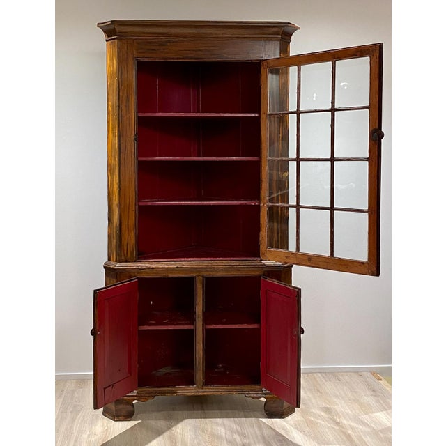 American Fruitwood Chippendale Federal Corner Cabinet, United States Circa 1790 For Sale - Image 3 of 6