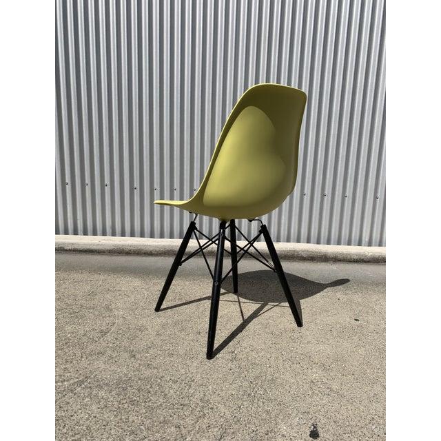 1950s Charles Eames Herman Miller Lime Dowel Leg Chairs- Set of 4 For Sale - Image 5 of 8