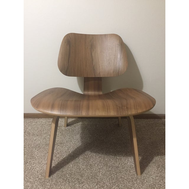 Eames Molded Plywood Lounge Chair LCW Walnut - Image 6 of 6