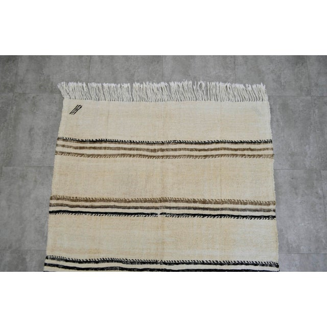 Vintage Natural Stripe Turkish Sisal Kilim Rug - 4′5″ × 7′11″ - Image 6 of 9