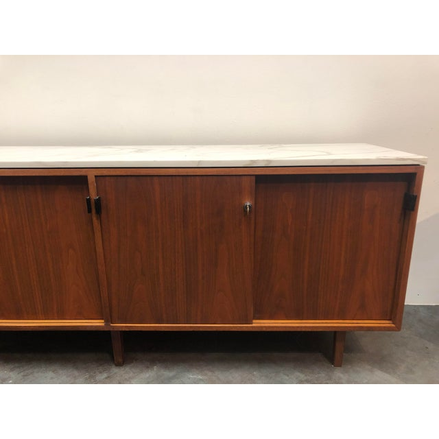Animal Skin 1960s Mid-Century Modern Florence Knoll Calcutta Marble Top Walnut Credenza Set- 2 Pieces For Sale - Image 7 of 13
