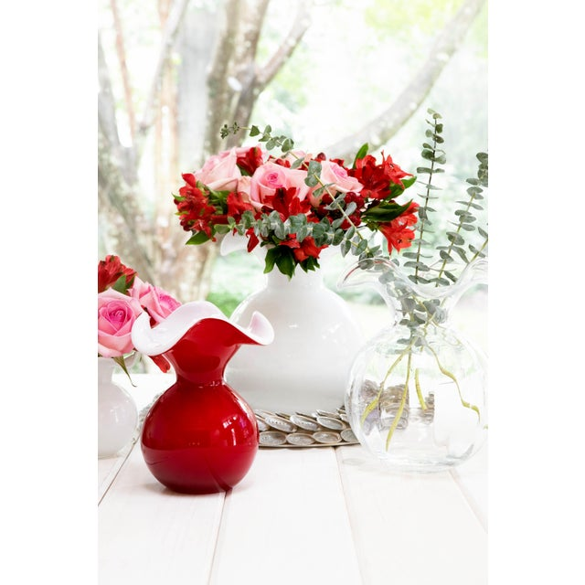 Contemporary Kenneth Ludwig Chicago Red Hibiscus Glass Vase For Sale - Image 3 of 5
