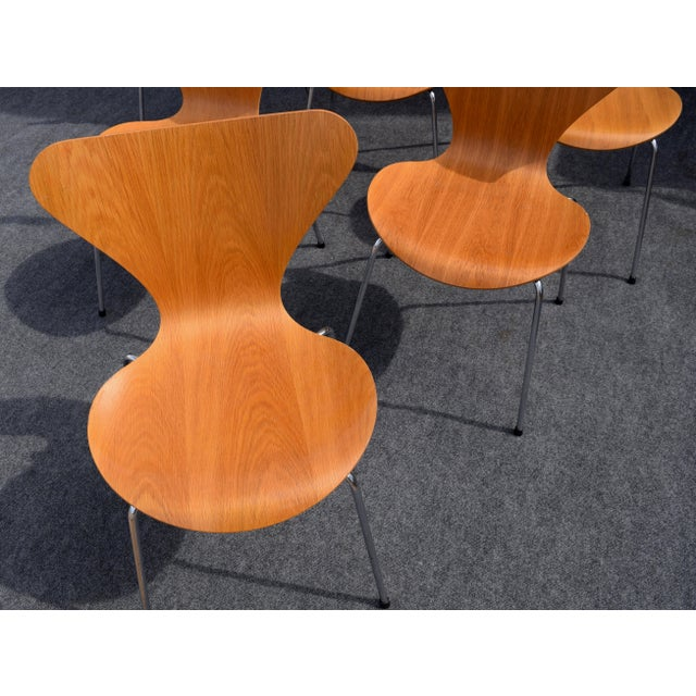Vintage Arne Jacobsen by Fritz Hansen Danish Modern Series 7 Chairs - Set of 6. For Sale - Image 9 of 11