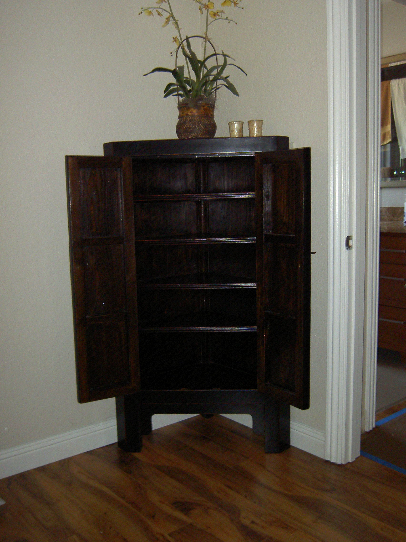 Black Lacquer Asian Corner Cabinet Side Table   Image 4 Of 7