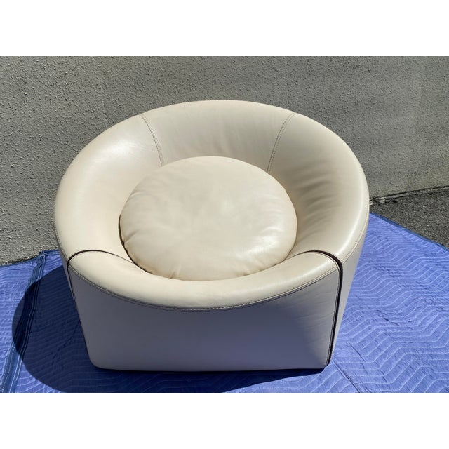White 2004 Minotti Capri White Leather Chairs and Ottoman- 3 Pieces For Sale - Image 8 of 13