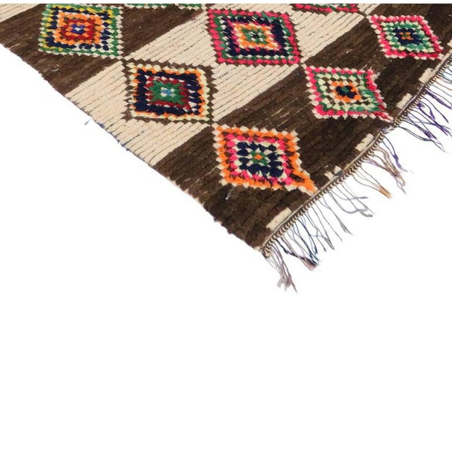20070 Vintage Berber Moroccan Azilal Rug with Bohemian Tribal Style. This vintage Berber Moroccan Azilal rug features...