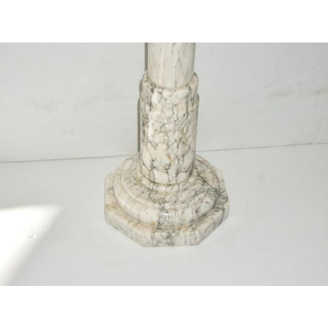 Neoclassical Revival 1930s Neoclassical Revival Calcutta White Marble Pedestal or Jardiniere For Sale - Image 3 of 9