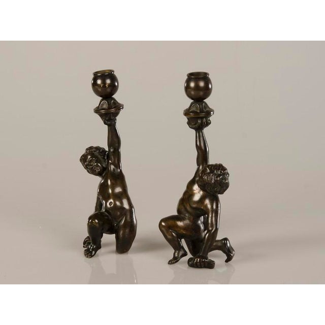 A pair of cast bronze candlesticks each featuring a kneeling putto from Italy c.1880 - Image 3 of 7