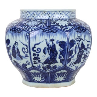 16th Century Ming Dynasty Blue and White Melon Vase With Figurines For Sale