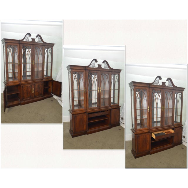 https://chairish-prod.freetls.fastly.net/image/product/sized/6d10d6a9-b56e-4293-b98c-47f19cf9a15e/drexel-heritage-mahogany-chippendale-style-breakfront-dining-room-china-cabinet-1928?aspect=fit&width=640&height=640