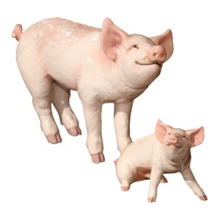 Late 20th Century Painted Ceramic Pig and Piglet Sculptures Set From Townsend For Sale