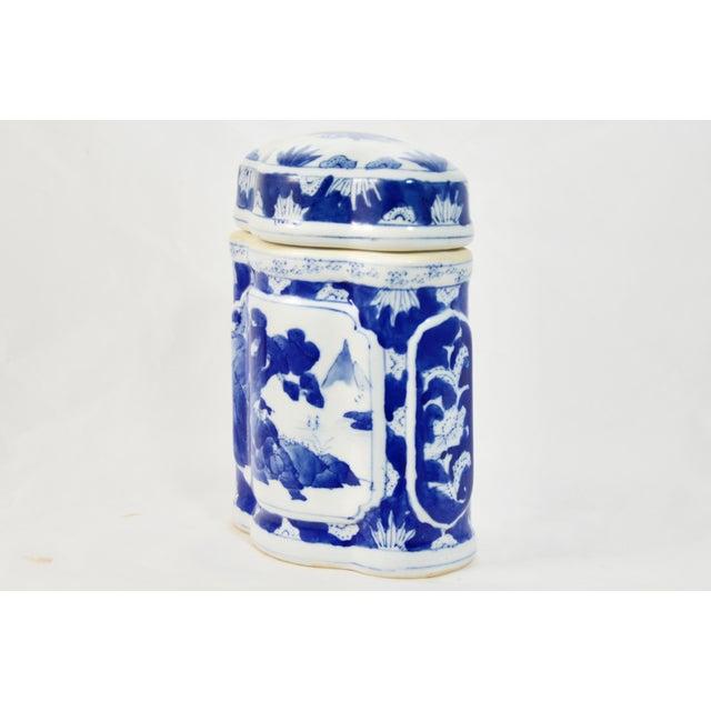 Chinoiserie Asian Blue & White Quatrefoil Jar For Sale - Image 3 of 9
