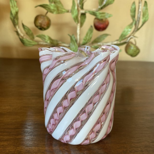 Late 20th Century Fratelli Toso Murano Glass Zanfirico Pink Ribbon Handkerchief Vase For Sale - Image 5 of 12