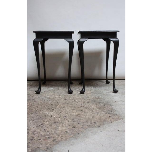 Pair of Mahogany and Ebonized Walnut Chippendale-Style Tall End Tables For Sale In New York - Image 6 of 13