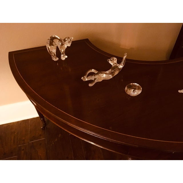 1940s Solid Mahogany Hunt Table in the Federal Regency Style For Sale - Image 5 of 9