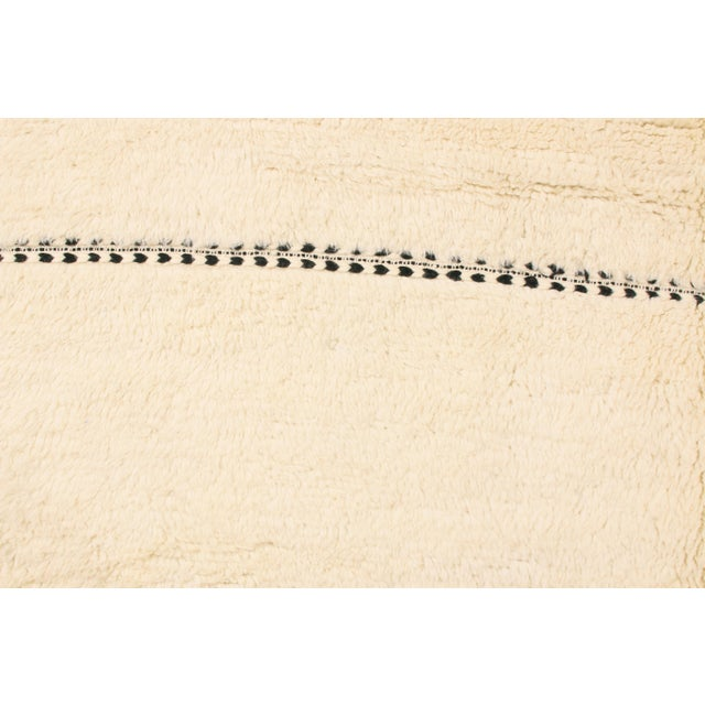Moroccan Moroccan White and Black Wool Rug With Pile - 9′7″ × 13′6″ For Sale - Image 3 of 7