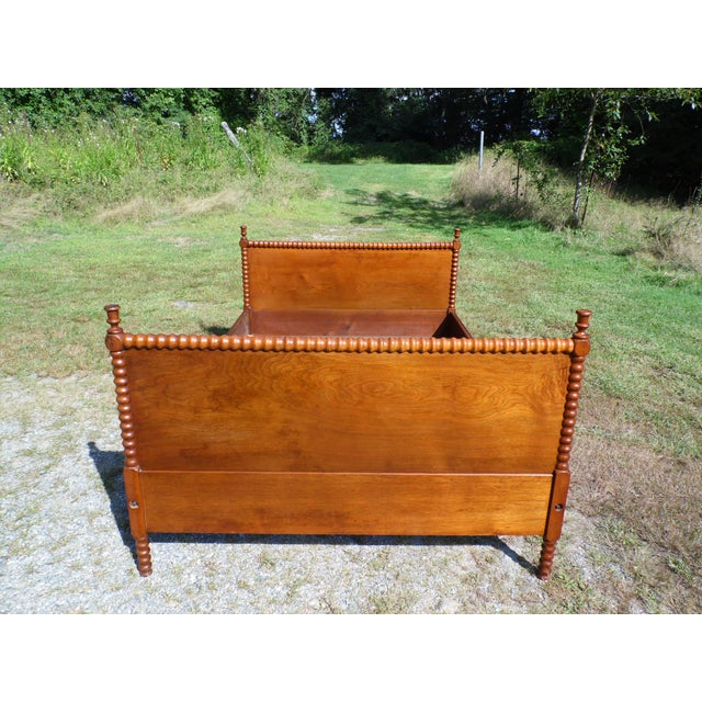 Antique Solid Hardwood Double Full Size Jenny Lind Spool Bed Tulip Finial Daybed For Sale In Providence - Image 6 of 13