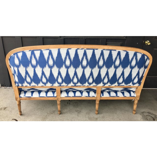 Wood 1930's Vintage Settee in Graphic Print For Sale - Image 7 of 11