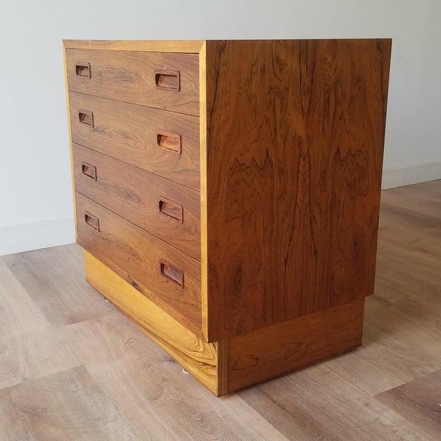 Mid-Century Modern 1960s Poul Hundevad Rosewood Four Drawer Dresser For Sale - Image 3 of 13