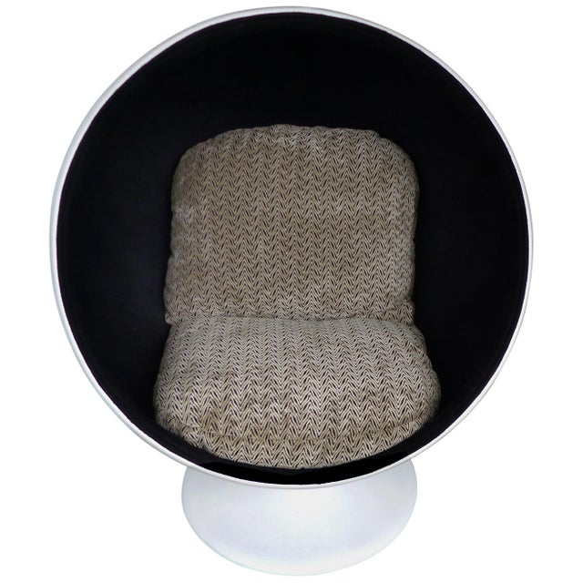 Eero Aarnio Attributed Mid-Century Modern Ball Chair, Circa 1965 For Sale - Image 9 of 9