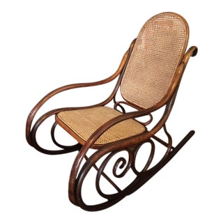 Early 20th Century Vintage Classic Bentwood Rocker For Sale