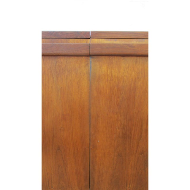 Wood Mid Century Modern Brown Saltman Rolling Bar Cart Cabinet Server Dry Bar For Sale - Image 7 of 11