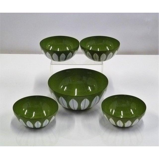 Enamel Grete Prytz Kittilesen Set of 5 Scandinavian Modern Serving Bowls by Cathrineholm, Norway For Sale - Image 7 of 7