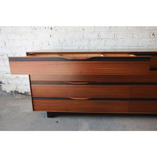 John Kapel for Glenn of California Mid-Century Modern Eight-Drawer Walnut Dresser For Sale - Image 10 of 13