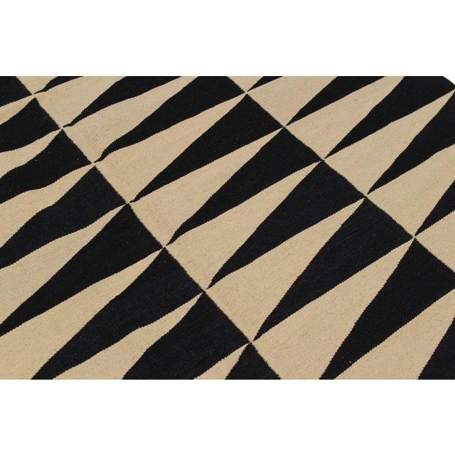"Modern Kilim Armandin Ivory Hand-Woven Wool Rug -5'6"" X 8'2"" For Sale - Image 4 of 8"