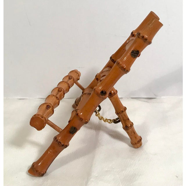 Nice wooden bamboo mini easel. Great to display a Petite artwork!