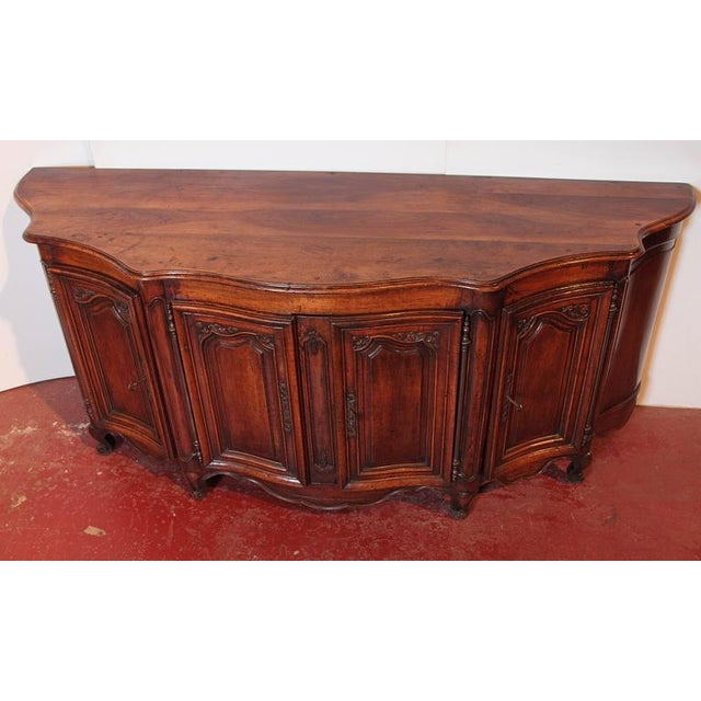 Mid 18th Century Country French Louis XV Walnut Serpentine Buffet For Sale - Image 5 of 10