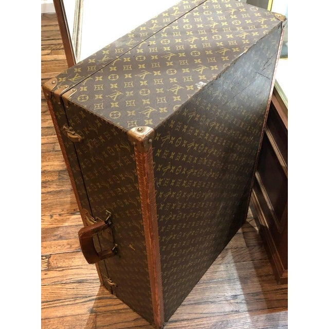 1960s Louis Vuitton Suitcase in the Iconic Monogram Canvas For Sale - Image 5 of 12
