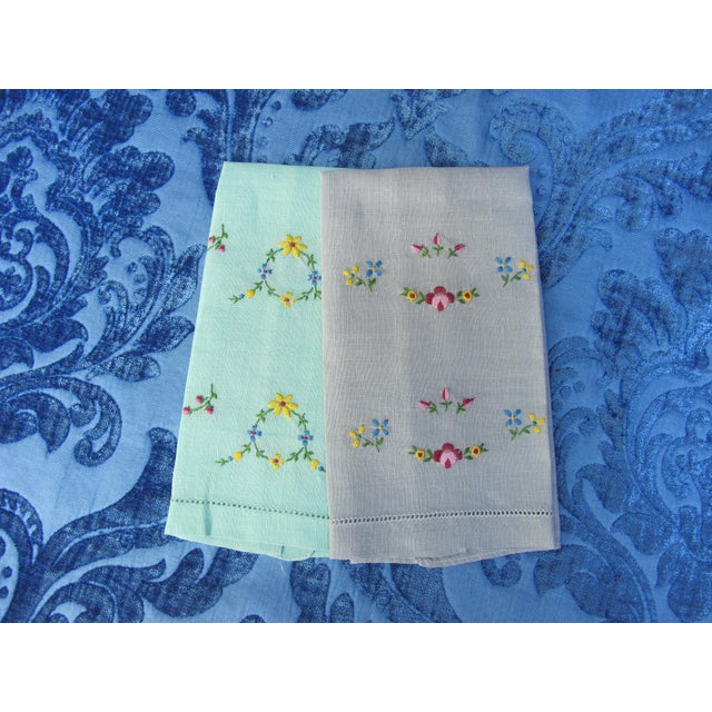 Traditional Floral Hand Embroidered Linen Guest Hand Towels - a Pair For Sale - Image 3 of 3