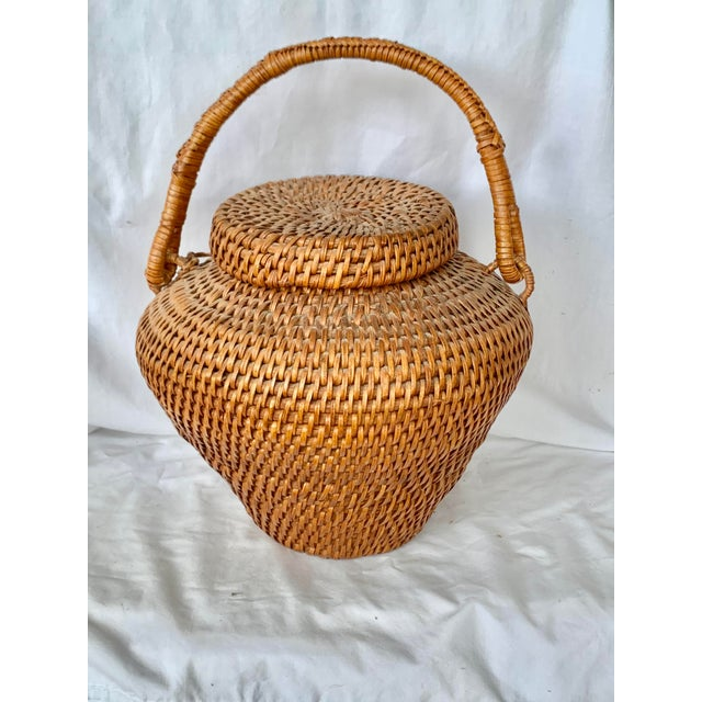 Wonderful vintage lidded basket. Large size that is perfect as a display piece on a fireplace hearth, on top of cabinets,...