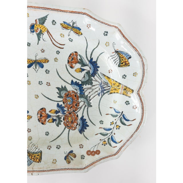 Chinoiserie French or Dutch Faience Delft Polychrome Chinoiserie Platter For Sale - Image 3 of 10
