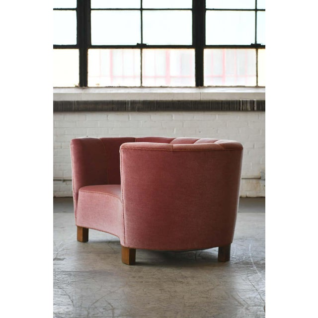 Danish 1940s Boesen Style Banana Form Curved Sofa or Loveseat in Pink Velvet For Sale In New York - Image 6 of 11